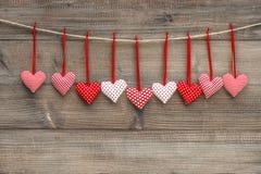 Amour rouge de coeurs de décoration de jour de valentines romantique Photos stock
