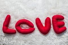Amour rouge de mot écrit de lettres Photographie stock libre de droits