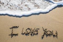 Amour sculpté dans le sable Photos libres de droits