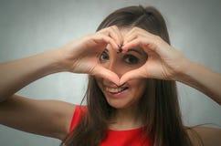 Amour Signe de main de forme de coeur Photographie stock