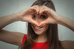 Amour Signe de main de forme de coeur Photos stock