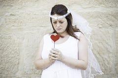 Amour songeur de jeune mariée Image stock