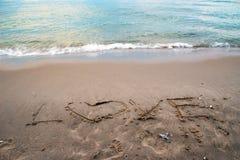 Amour sur la plage de sable Images stock
