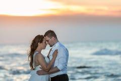 Amour sur le coucher du soleil Image stock