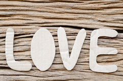 Amour sur le fond de la valentine en bois Photos libres de droits