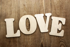 Amour sur le fond en bois Photos libres de droits