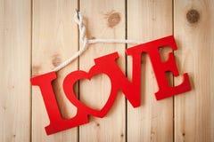 Amour sur le fond en bois rustique Images stock