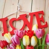 Amour sur le fond en bois rustique Photo stock