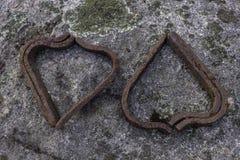 Amour sur les roches - transitoires ferroviaires sur les roches couvertes de lichen photos stock