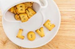 Amour - tasse de café avec le biscuit de lettre Photo stock