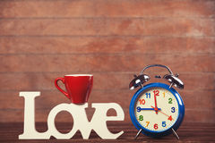 Amour, tasse et horloge de Word Photo libre de droits