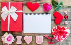 Amour Valentine flatlay avec l'espace de copie Images stock