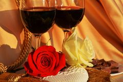 Amour, vin et roses, fin  Images stock