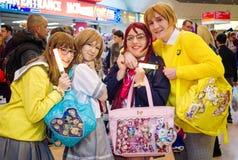 Amour vivant ! cosplayers avec des sacs d'AIE Photographie stock