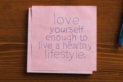 Amour vous-même écrit sur une note Image stock