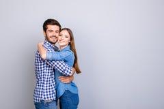 Amour vrai, confiance, amitié, bonheur Deux jeunes amants mignons a Image libre de droits