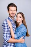 Amour vrai, confiance, amitié, bonheur Deux jeunes amants mignons a Photographie stock