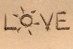 Amour Word sur le sable de plage Photographie stock libre de droits