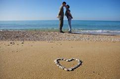 Amoureux de remorquage sur la plage Image libre de droits
