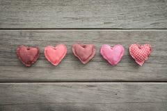 Amoureux faits main d'amour de ton rose pour le jour de valentine Photo libre de droits