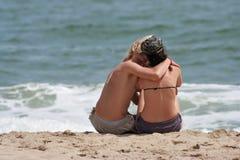 Amoureux sur la plage Photographie stock libre de droits