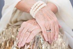 Amours or et perles d'aristocrates Image libre de droits