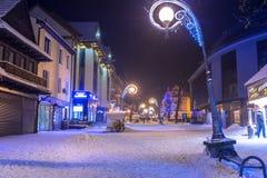 Amous Krupowki街道在扎科帕内在冬天 免版税库存照片