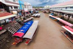 AMPAWA SAMUT SONGKHRAM, THAILAND - September 11: Lokal köpman Arkivfoto