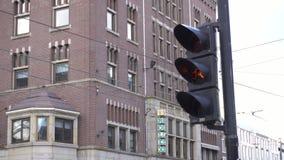 Ampel in der Stadt stock footage