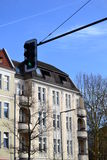 Ampeln und weißes Haus Stockbild