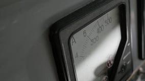 Amperímetro análogo velho foto de stock