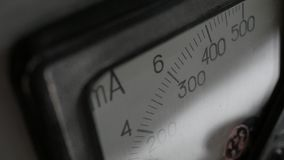 Amperímetro análogo viejo Imágenes de archivo libres de regalías