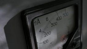 Amperímetro análogo viejo Fotografía de archivo libre de regalías