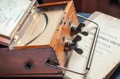 Amperímetro del análogo del vintage imagenes de archivo