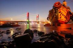 Ampera bro och fartyg Arkivbilder