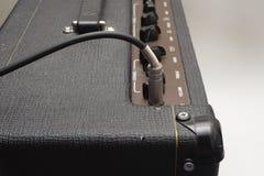 ampere-kabelgitarr Royaltyfri Foto