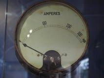 Amperometro per misurare corrente elettrica fotografia stock libera da diritti
