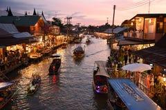 Amphawa市场运河,最著名浮动市场 库存照片
