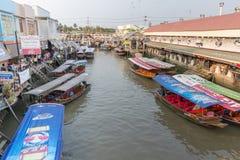 Amphawa浮动市场在晚上 免版税库存照片