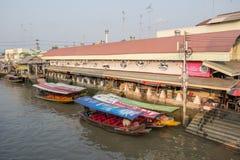 Amphawa浮动市场在晚上 库存图片