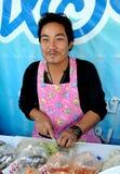 Amphawa,泰国:供营商在浮动市场上 免版税库存照片
