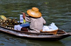 Amphawa,泰国: 浮动的市场供营商 库存图片