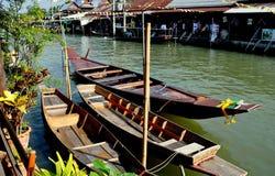 Amphawa, Ταϊλάνδη: Ελλιμενισμένες ξύλινες βάρκες Στοκ Εικόνες
