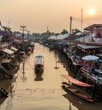 Amphawa Spławowy Targowy zmierzch w Tajlandia Obraz Stock