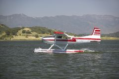 Amphibious seaplane landing on Lake Casitas, Ojai, California Royalty Free Stock Photos