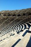 Amphithéâtre antique dans le côté, Turquie Photos stock