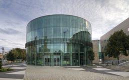 Amphithéâtre en verre de bâtiment du conservatoire à Poznan Photos libres de droits