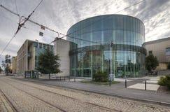 Amphithéâtre en verre de bâtiment du conservatoire à Poznan Photographie stock