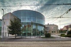 Amphithéâtre en verre de bâtiment du conservatoire à Poznan Image stock