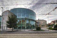 Amphithéâtre en verre de bâtiment du conservatoire à Poznan image libre de droits
